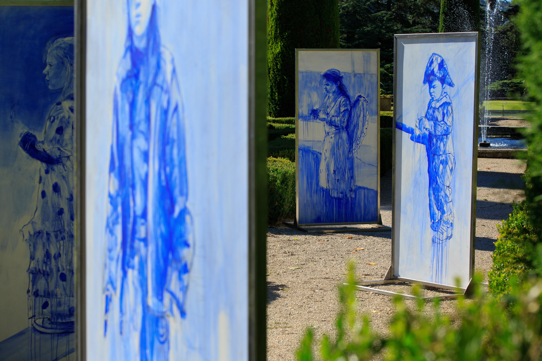 expo enfants bleus dans jardin du chateau